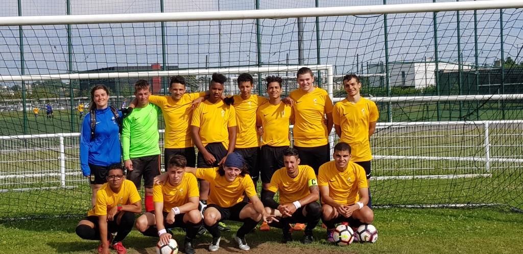 L'équipe de foot sport adapté de la ligue Auvra en juin 2019