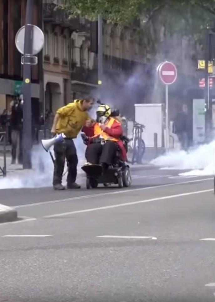 Odile Maurin au cours des manifestations deToulouse