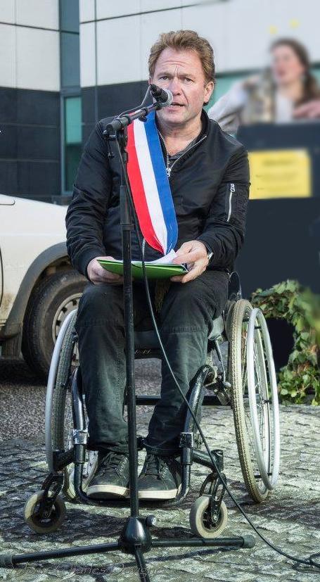 Maire en situation de handicap, Yann Jondot se bat pour l'accessibilité