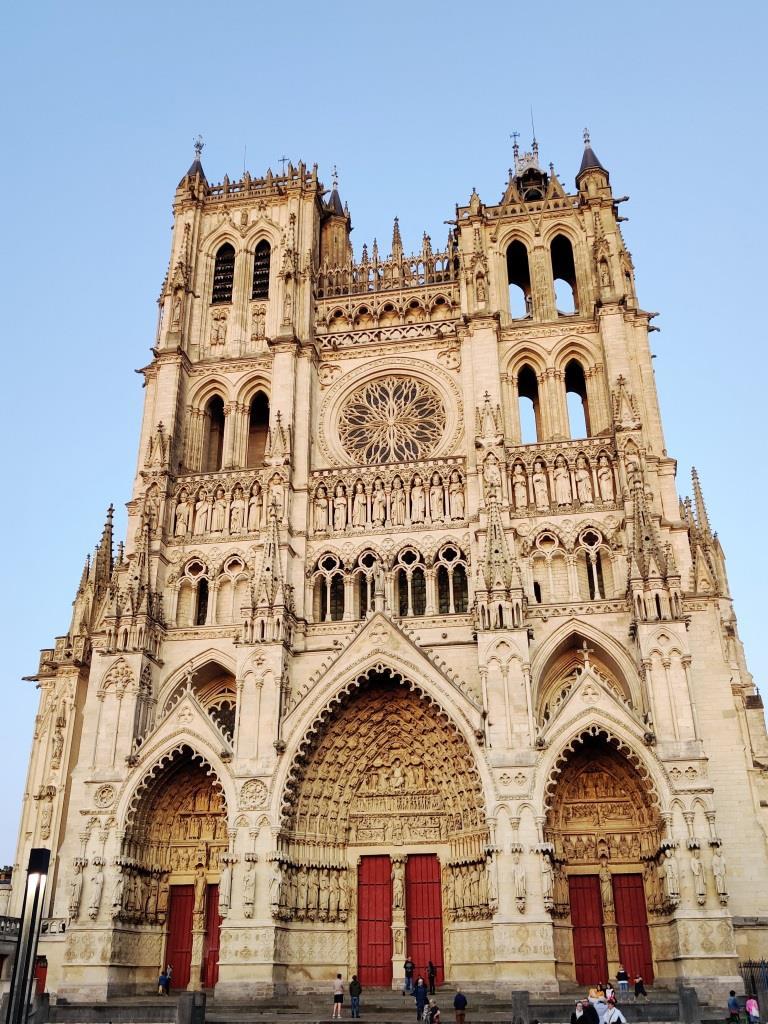 La façade de la cathédrale d'Amiens.