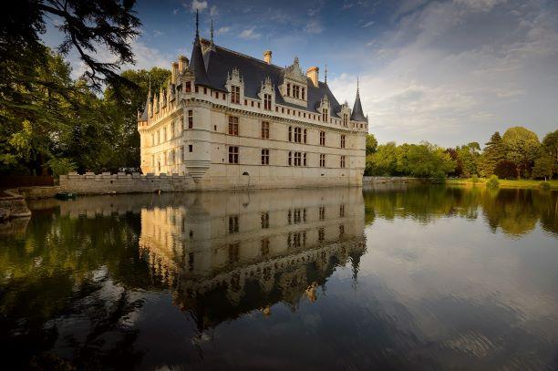 Le Château d'Azay-le-Rideau propose de nombreuses adaptations pour les visiteurs en situation de handicap - Vacances accessibles en Centre-Val de Loire © Centre des monuments nationaux